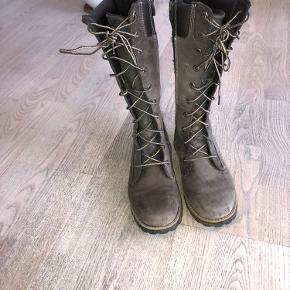 Timberland støvler i str. 39.   Gået med få gange, så de er i en god stand.