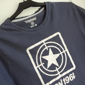 T-shirt, TRN1961, str. M, Blå, Næsten som ny  Pæn og smart blå T-shirt fra TRN  Sender gerne hvis køber betaler fragt 37 kr