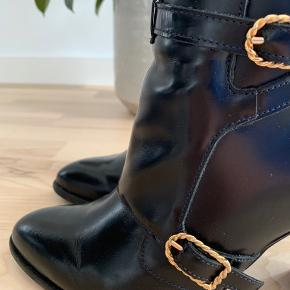 Gigi Hadid x Tommy Hilfiger high heeled leather boots Used 3 times and in excellent condition