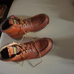 Wolverine støvler. De er godt brugt, mem fejler intet.