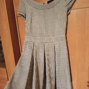 Minkpink kjole