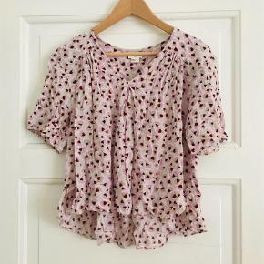 Varetype: T-shirt Farve: Hvid Oprindelig købspris: 549 kr.  KOM MED ET BUD :)