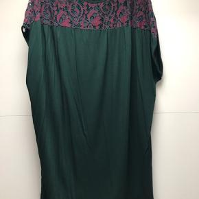 Oversized blå kjole med blonde Nypris 599 Str M