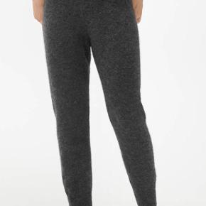 Sælger disse flotte bukser fra Arket. Brugt to gang, er som helt nye.