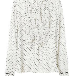 Fin, festlig og klassisk skjorte fra Ganni. 100%Viscose