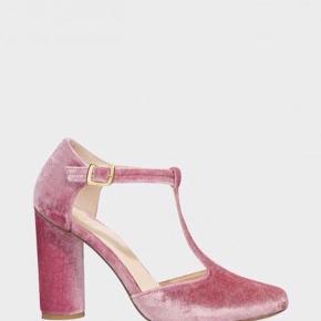 Super smukke sko fra Stine Goya, i rosa velour. Er små i str.