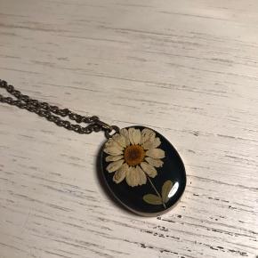 Vintage halskæde med ægte blomst