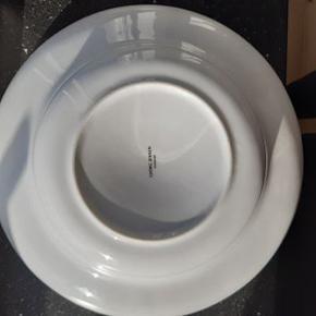 Alfredo skål fra Georg Jensen  Aldrig brugt, men har ikke kassen længere desværre.  Diameter: 28 cm   OBS: Sælger også salatbestik fra Georg Jensen i anden annonce.