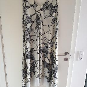 Flot kjole Bryst 56x2 Længde 120/135