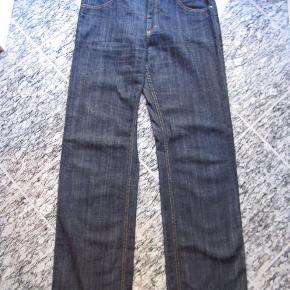 """Helt nye jeans fra Bitte i super lækker blød kvalitet med lidt stræk i. Størrelsen er w32""""/L32"""" De måler 84cm i livvidde Se også mine andre annoncer jeg har meget undertøj og badetøj i forskellige størrelser."""