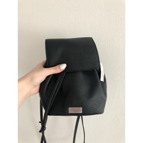 Helt ny Victoria Secret mini rygsæk/ taske med prismærke ✨ Byd gerne!