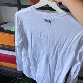 Karl Lagerfeld langærmet bluse, den er tynd, så kan bruges i varmen også.   Brugt 1-2 gange