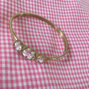 Smukt armbånd i guld fra Dyrberg Kern  Str. 2