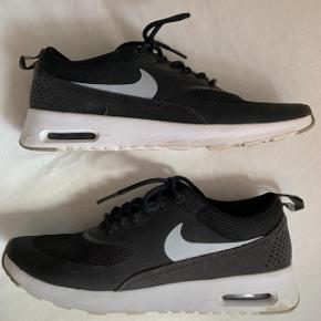 Sorte Nike sko i str 38,5 (24,5cm)