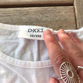 Nyere mega sød d-xel trøje. Fin sommer trøje. Str 12 år!