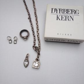 Lækre Dyhrberg Kern smykker.  2 forskellige vedhæng til halskæden, ring str 53-54.
