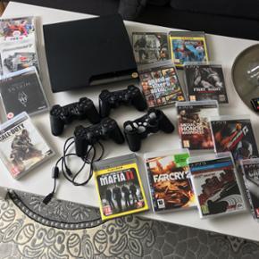 PlayStation 3 med 16 spil, 3 controller og 1 cover. Fejler intet👍🏻  Sælger også hver for sig.  Kan leveres til Skagen og Elling