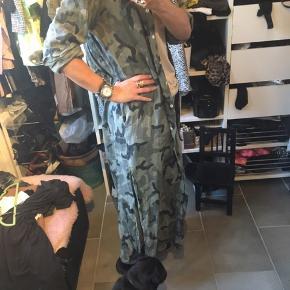Super cool lang skjorte-tunika i hør. Nypris 899,-. Str S/M - rummelig Bytter ikke.