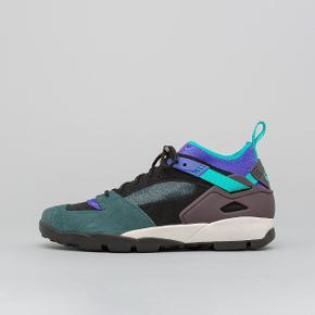 Størrelse 45.5. Helt nye og ubrugte Nike Air Revaderchi sko. Byd gerne
