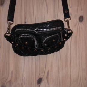 Nunoo taske sælges, den lille model.