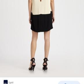 Smukkeste kjole med perler på skulderen. Størrelse 34. Style Nadiah.