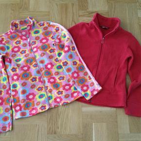 To cardigans fra Benetton og H&M - i alt for begge 75 kr.  Jeg betaler fragt/porto.  Den blomstrede er fra Benetton og den røde fra H&M.  pige Farve: Se billederne