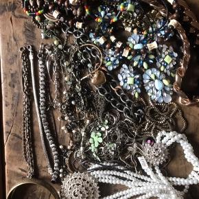 Bijouterier, blandede smykker både ægte og uægte BYD gerne Bytter ikke