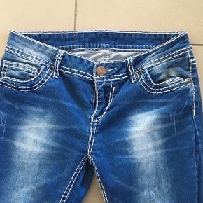 AMISU jeans str. 28 Stretch