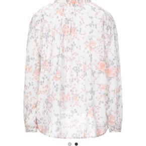 Helt ny skjorte. Aldrig brugt. Størrelse S men oversize så passer også medium og lille large.  100% blød let bomuld