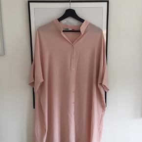 Fin tunika fra Italien - ukendt mærke og str. Men vil sige den passer en S/M!