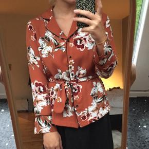 Fin skjorte fra Magasin med blomster. Som ny 😊