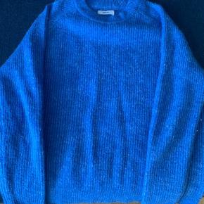 Flot blå sweater fra envii.  BYD gerne;)