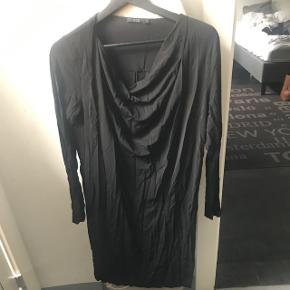 COS dress in good condition use 2-3 times..!