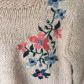 Name it - sweater Str. 92 Næsten som ny Farve: lyserød med guld glimmer tråd Lavet af: 60% metallic, 36% acrylic og 4% wool Køber betaler Porto!  >ER ÅBEN FOR BUD<  •Se også mine andre annoncer•  BYTTER IKKE!