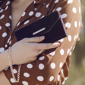 Aldrig brugt velvet clutch/ mobil taske fra Ideal of Sweden til Iphone 6/7/8 plus