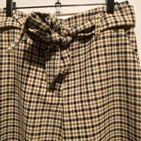 3/4 lange bukser i str 38 fra H&M.
