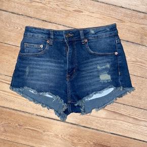 H&M Shorts, Næsten som ny. Tønder - Brugt 2 gange, byd. H&M Shorts, Tønder. Næsten som ny, Brugt og vasket et par gange men uden mærker eller skader