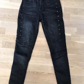 Shaping jeans fra PULZ. Str 25. Brugt få gange. Nypris ca 800kr