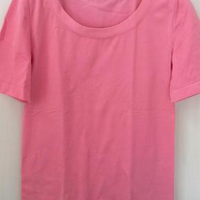 Varetype: Bluse Farve: Rosa Oprindelig købspris: 1099 kr.  Lugano T-shirt str.large  Ingen str.mærke.