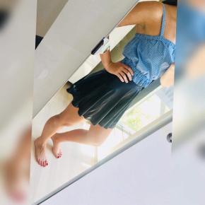 Flot sort nederdel sælges   Str s  Mp 150kr Perfekt stand