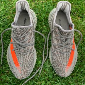 Adidas Yeezy Boost 350 V2 Cond: 9,5