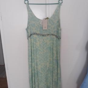 Varetype: kjole Farve: Råhvid,  Mintgrøn Oprindelig købspris: 998 kr. Kvittering haves.
