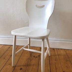 Smuk gammel svensk stol  Kan afhentes på Østerbro. Ring til 28461050 for nærmere aftale