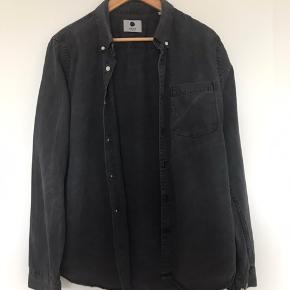 Levon Button Down Flannel Shirt Ny pris 699 Slim fit Button-down krave Blød kvalitet i bomuldsflannel