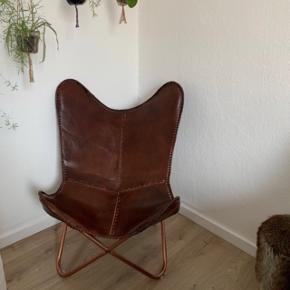Brun lænestol i ægte læder fra Bahne.  Sælges for en veninde men kan afhentes hos mig i Aarhus C