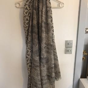 Sort og beige Polyester Bredde ca 105 cm Længde ca 204 cm Bytter ikke og sender med DAO