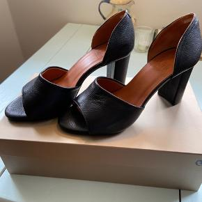 Helt nye høje sandaler fra Billi Bi.  Str. 37. ☀️☀️