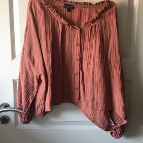 Bluse fra Topshop str 36 lidt stor i størrelsen  Brændt brun/orange