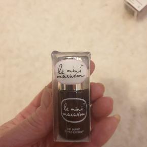 Le Mini Macaron negle & manicure