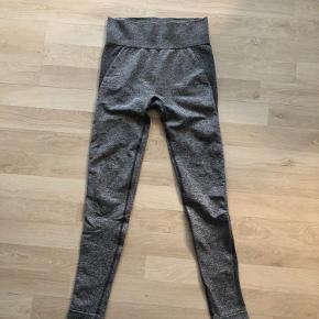 Rigtig fine tights fra Gymshark, de er brugt nogle gange men har ikke så mange brugsspor☺️  Str. S